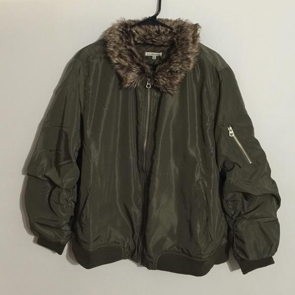 ab9fe543e62 Plus Size Faux Fur Collar Bomber Jacket